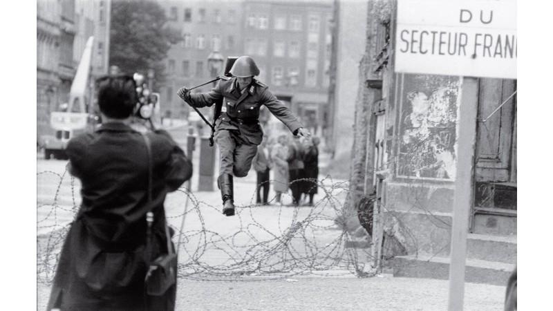 Нэгэн зургийн түүх: Эрх чөлөөний зүг